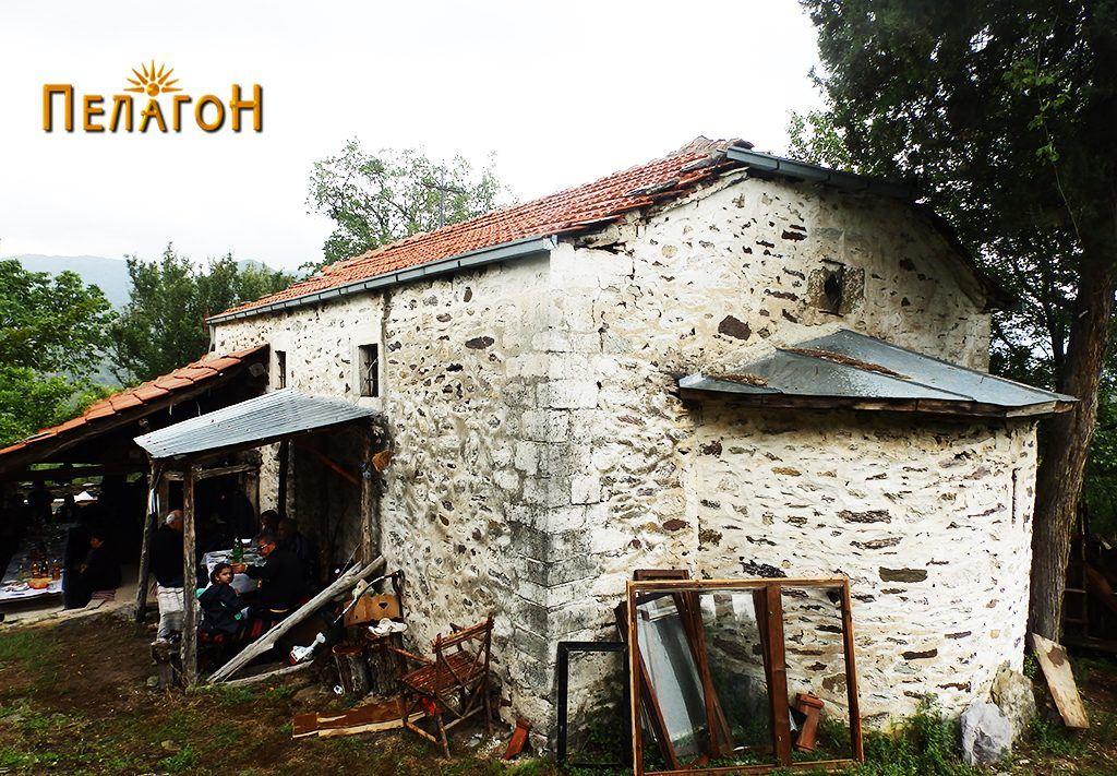 """Црквата """"Св. Архангел Михаил"""" од југоисточната страна"""