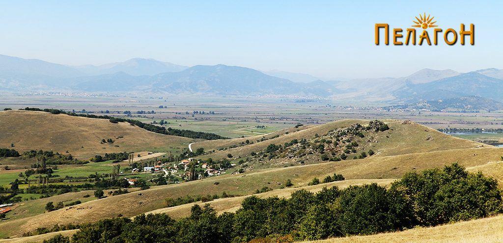 Селото Кутлешево со дел од Ридот