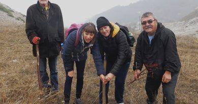 """Од акцијата на превојот, кај идниот планинарски дом """"јане Сандански"""""""