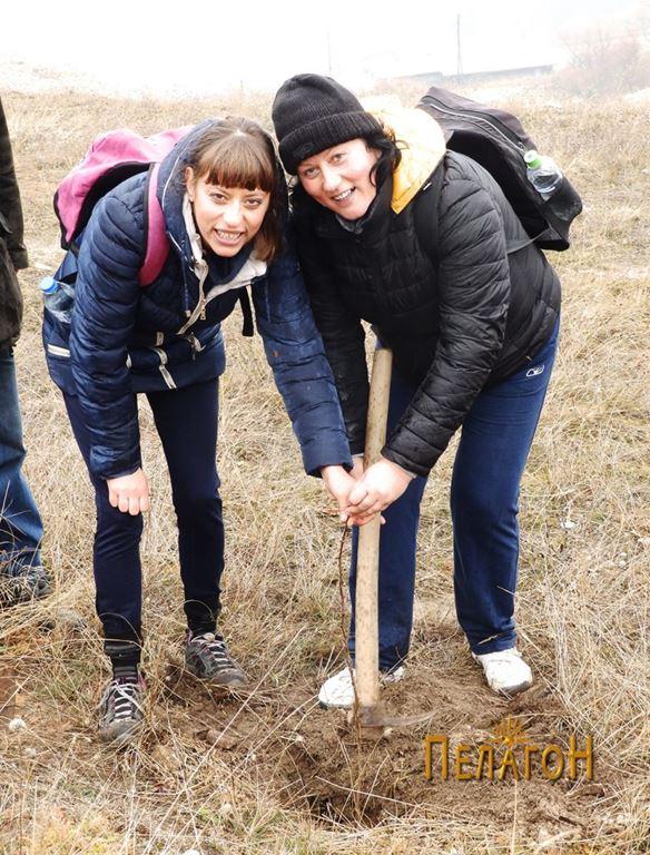 Во акцијата зедоа учестово Гордана Угриновска и нејзината другарка - двете од Битола