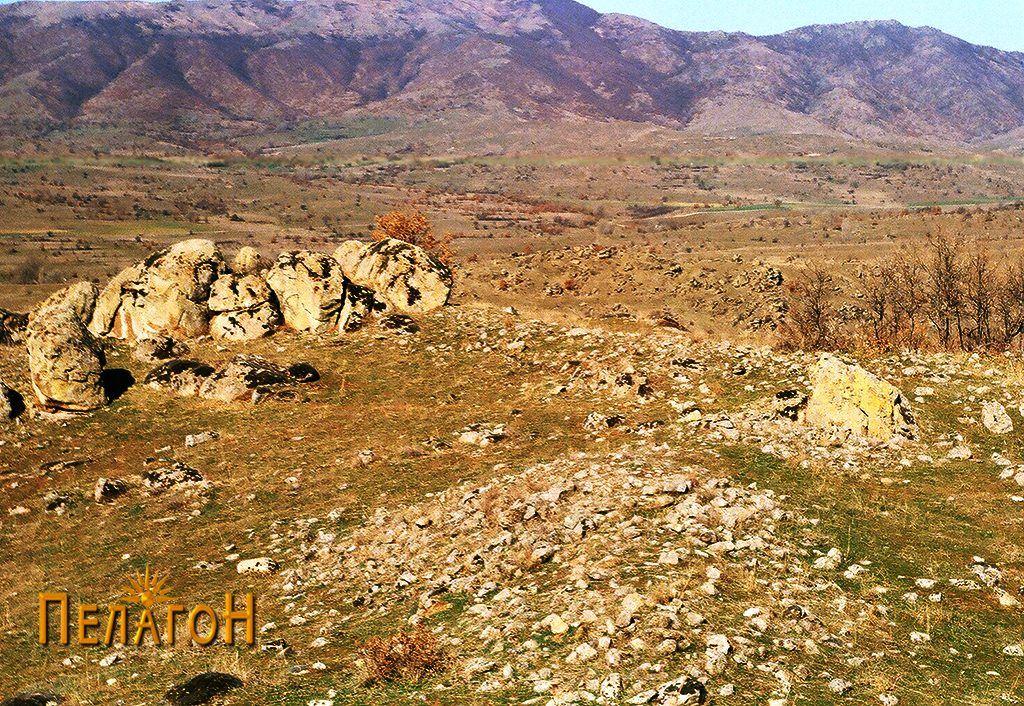 Видни остатоци од градбите во рамките на тврдината