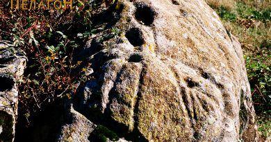 """Делот од карпата на локалитетот """"Крушка"""" со симболиката"""