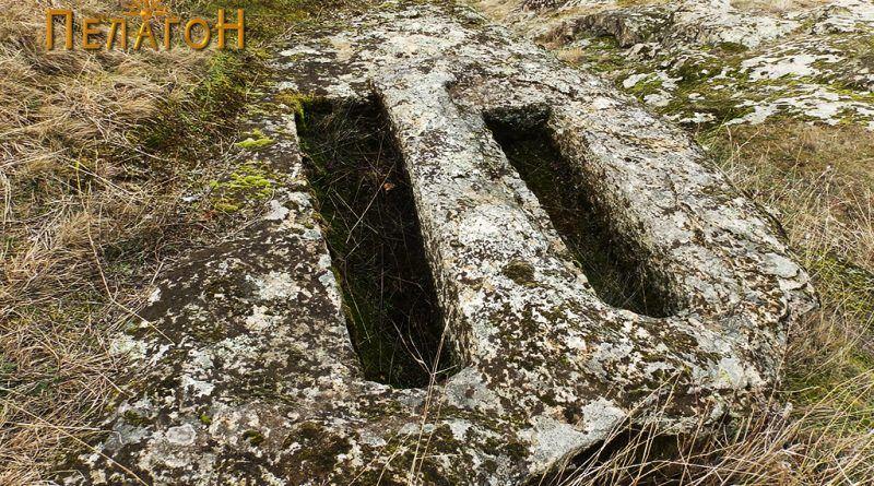 Два гроба од северната страна