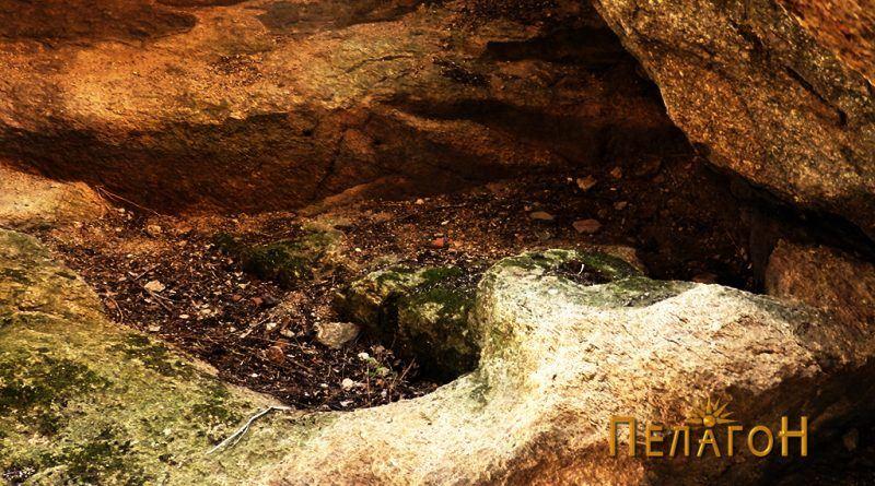 Правоаголно издлабењи објекти во пештерска просторија