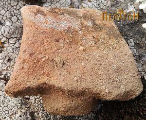 Фрагмент од керамички сад - рачка со чеп
