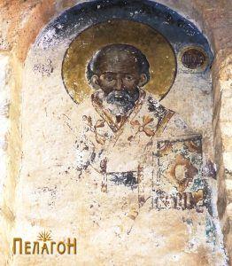 Св. Никола над западниот влез 2