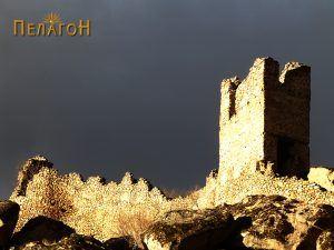 Долг ѕид со кула од југоисточната страна на Маркови Кули