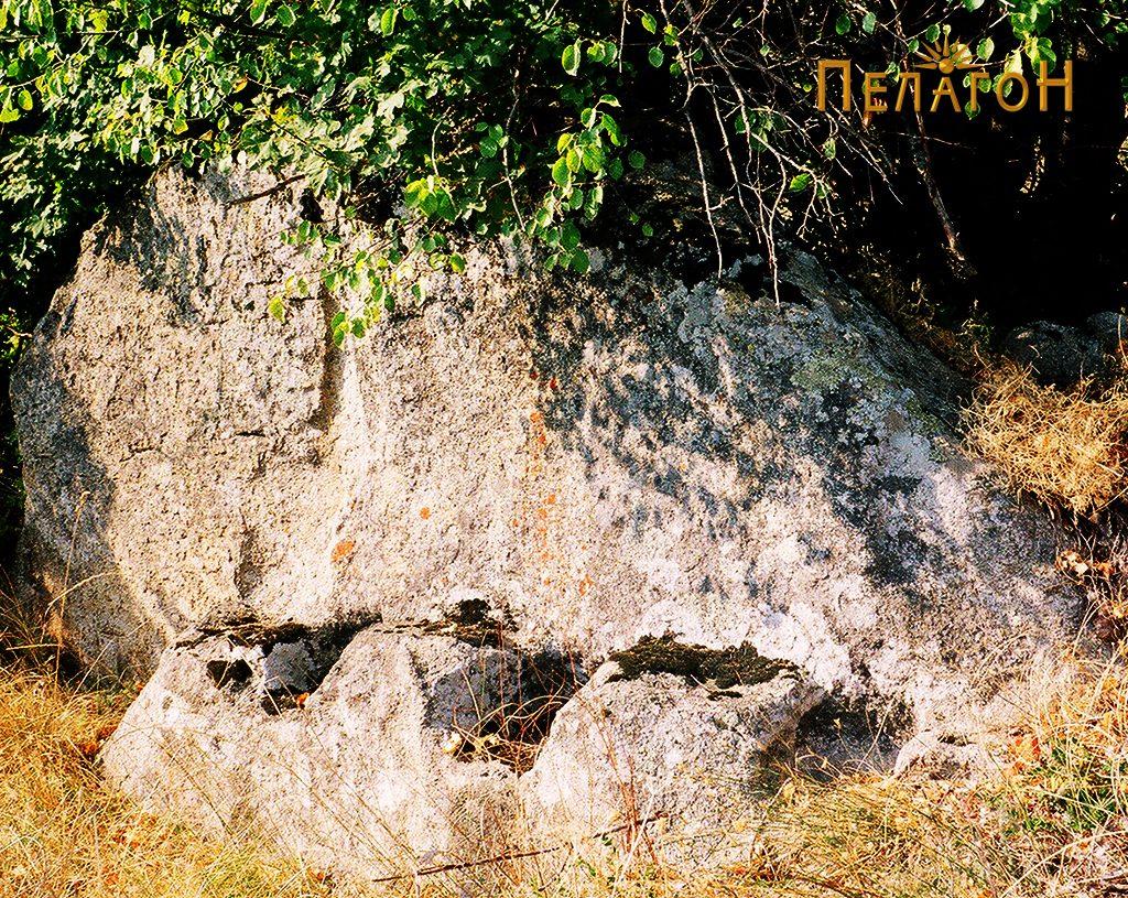 Од локалитетот Градиште - карпа која била користена како ѕид од некоја стара градба
