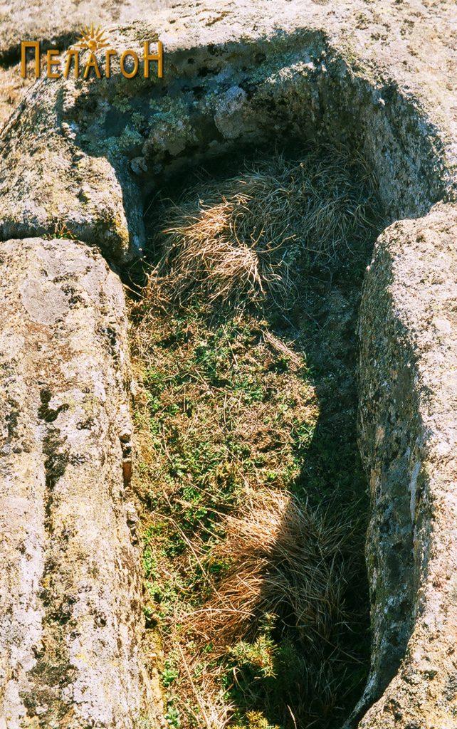 Гроб во карпа 3