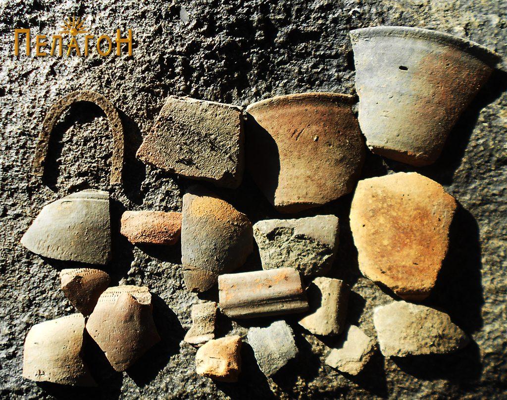 """Група фрагменти од керамички садови од """"Падарница"""""""