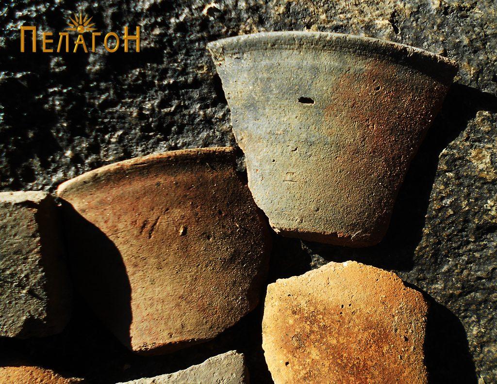 """Три фрагменти од керамички садови од """"Падарница"""""""