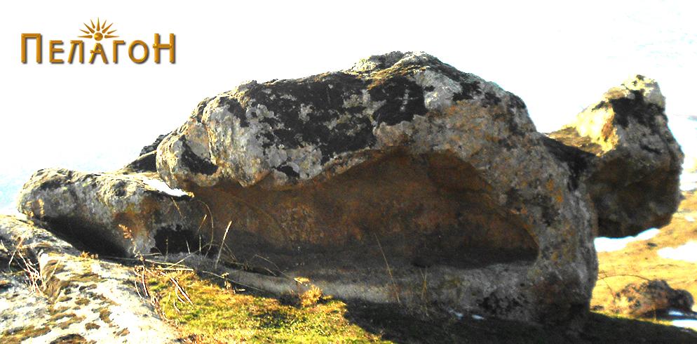"""Култната карпа во близина на """"Падарница"""""""