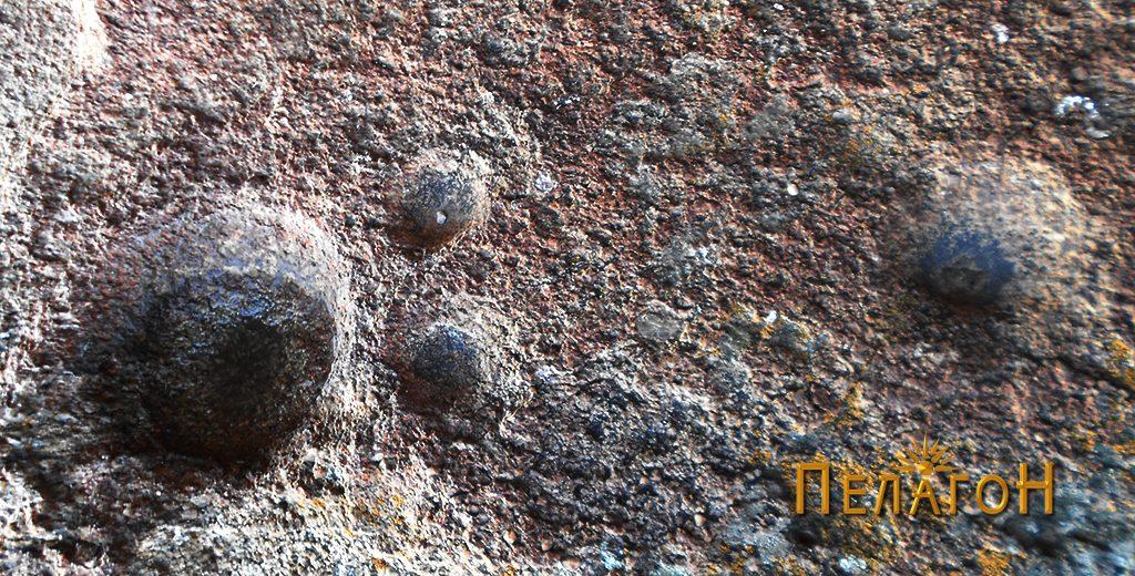 Антропоморфната форма формирана со крушни мали јами 2