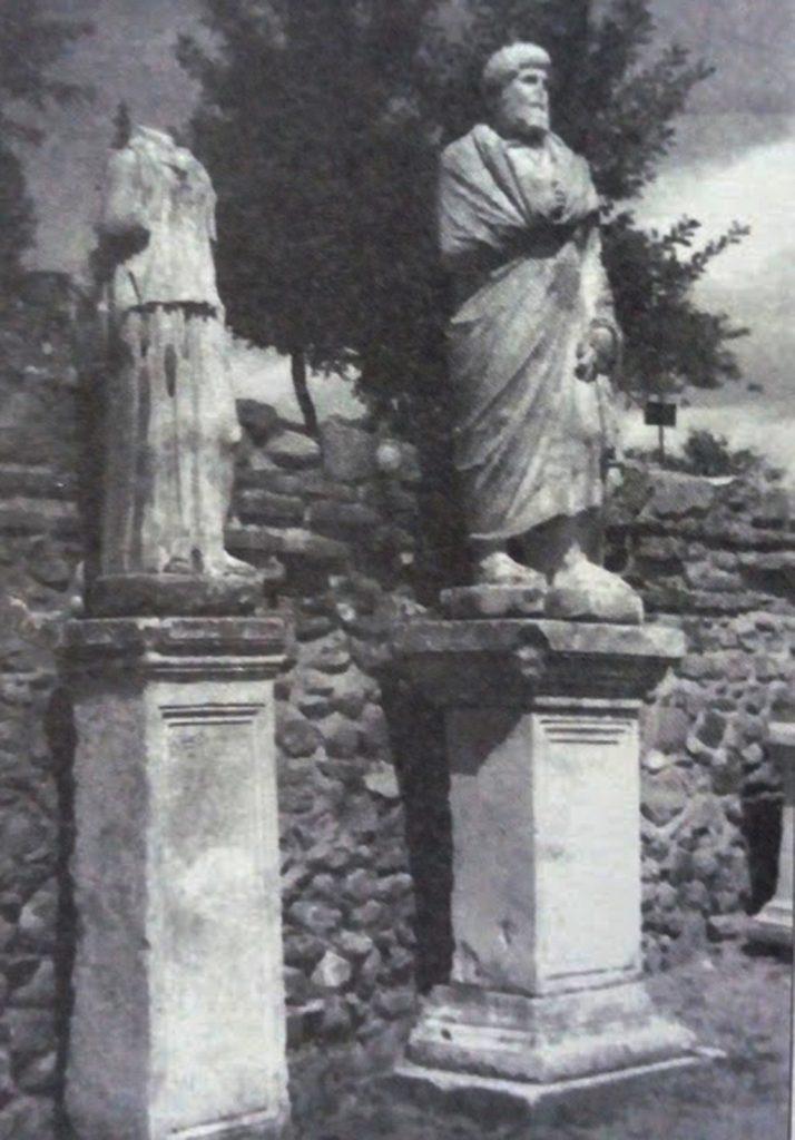 Во Хераклеја имало споменици на многу славни личности од антиката - Од книгата Античките театри во Македонија од Т. Јанакивески
