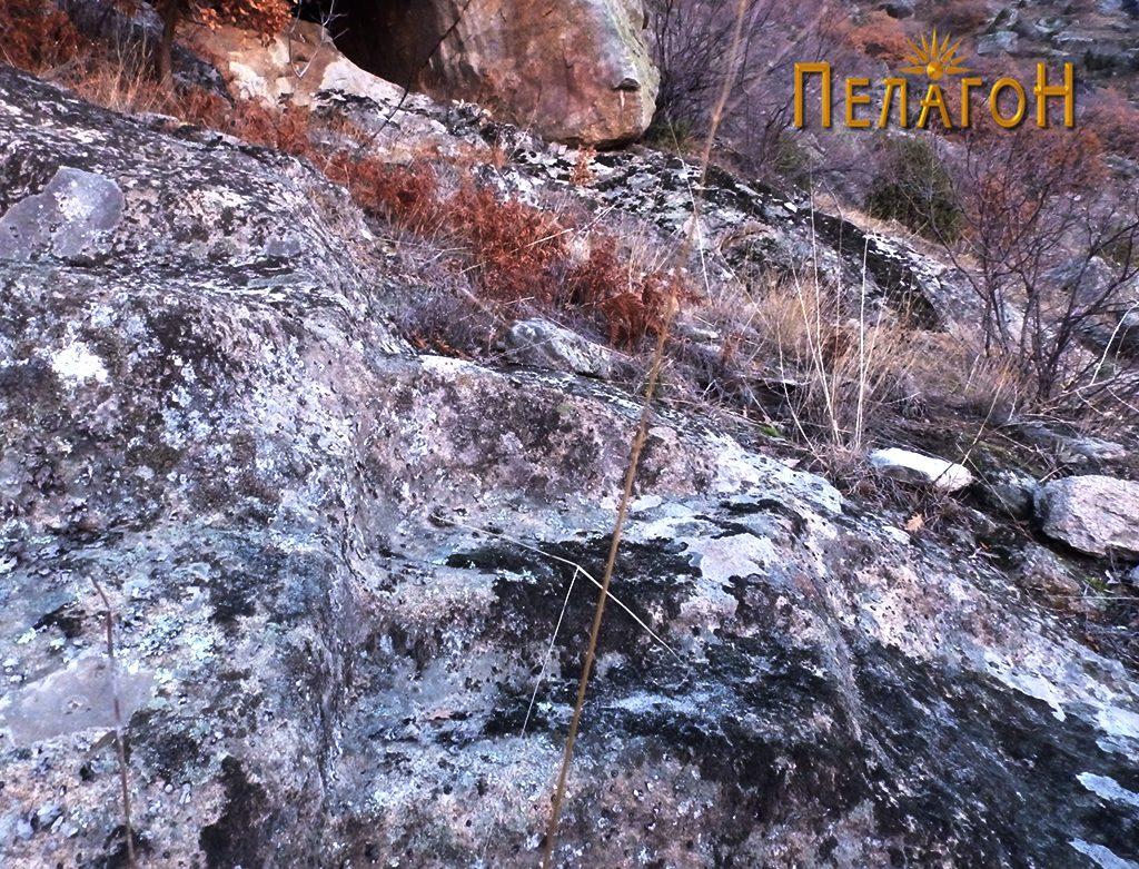 Скалесто обработен дел во карпа