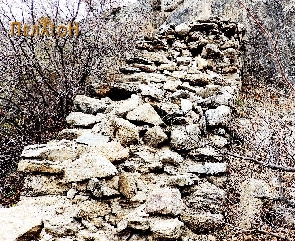 Остаток од ѕидот на тврдината 2