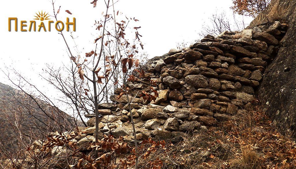 Остаток од ѕидот на тврдината 3