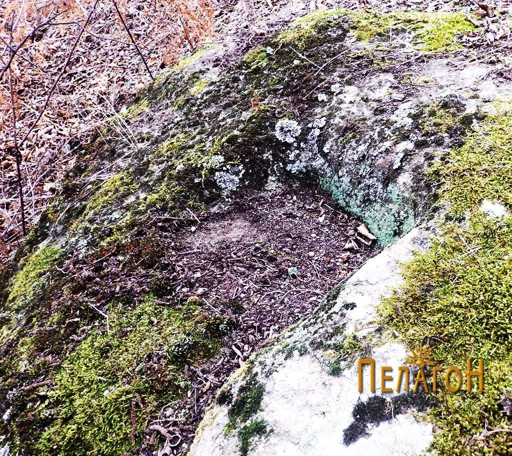 Правоаголно оформен дел во карпа