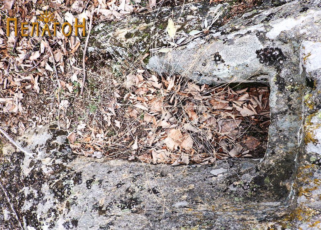 Гроб во карпа 6