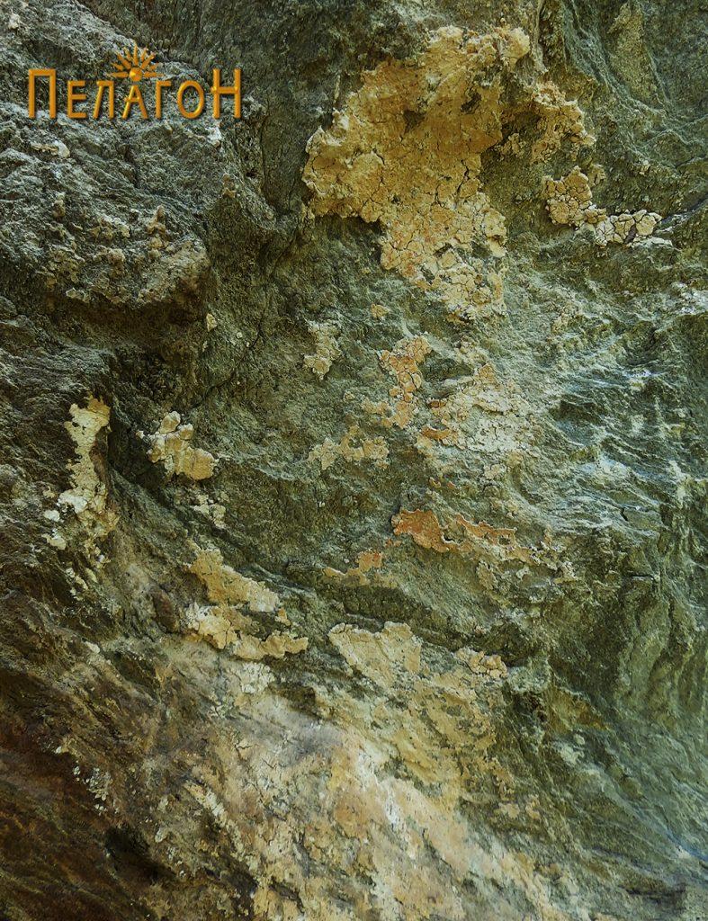 Остаток од живописот во централниот дел на јужниот профил