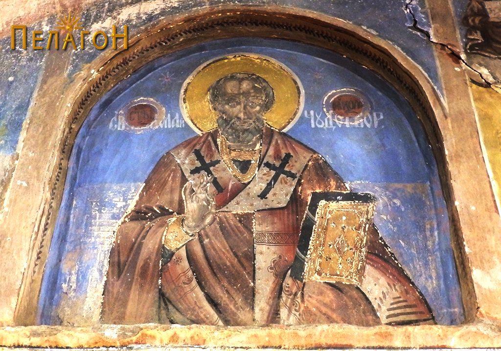 Св. Никола Чудотворец во нишата на западниот ѕид