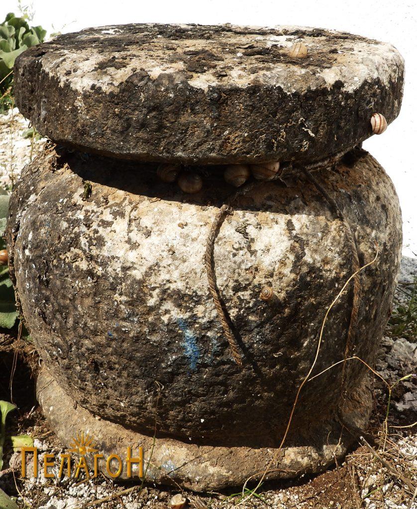 Уште еден стар објект од камен во кругот на црквата