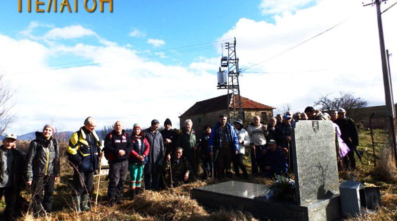 На гробот на војводата и неговиот син во Крушевица
