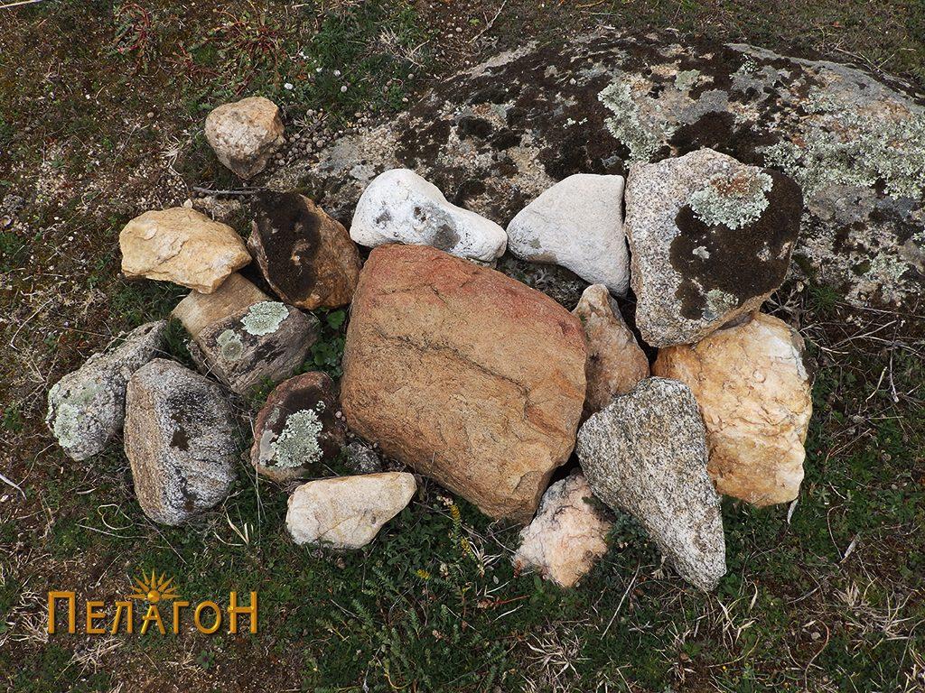 Градежен камен на површината на локалитетот