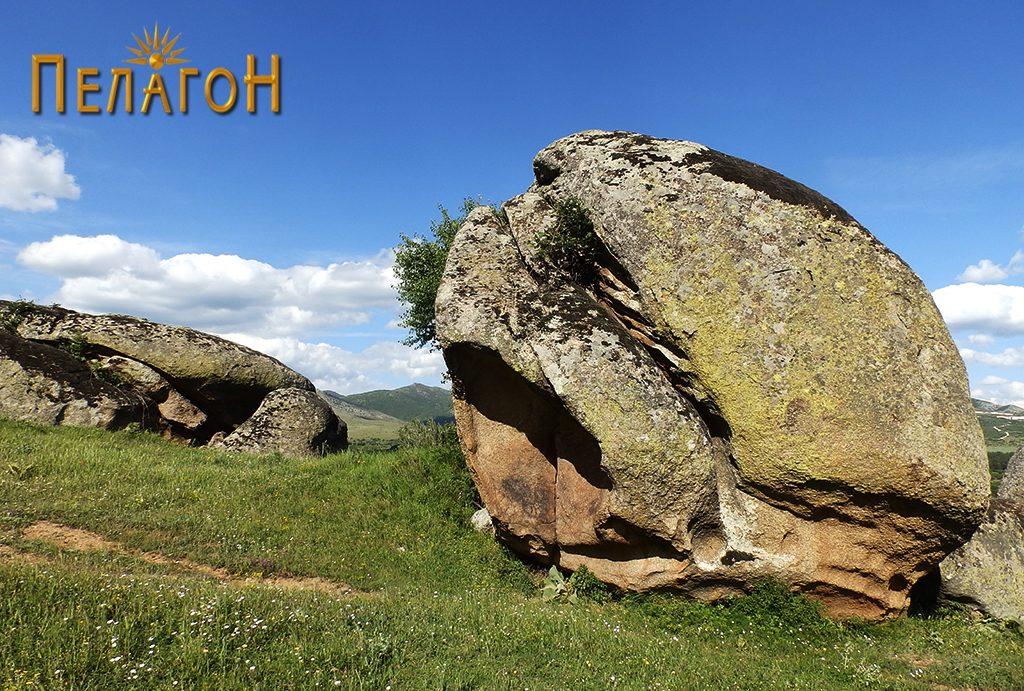 Една од карпите со специфична форма на локалитетот