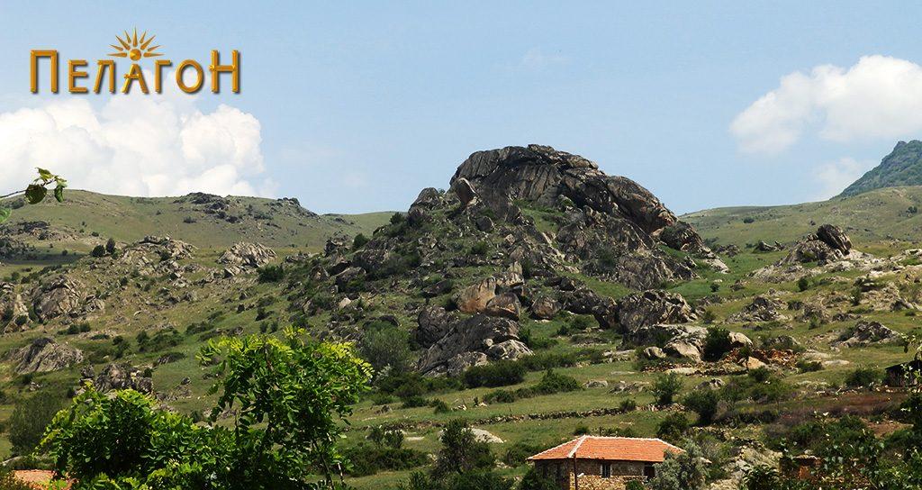 """Локалитетот """"Големи Камен"""" со дел од селото во преден план"""