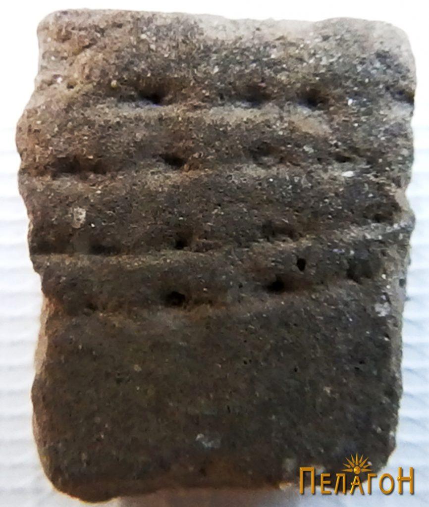 Фрагмент од керамички сад со украсување 3