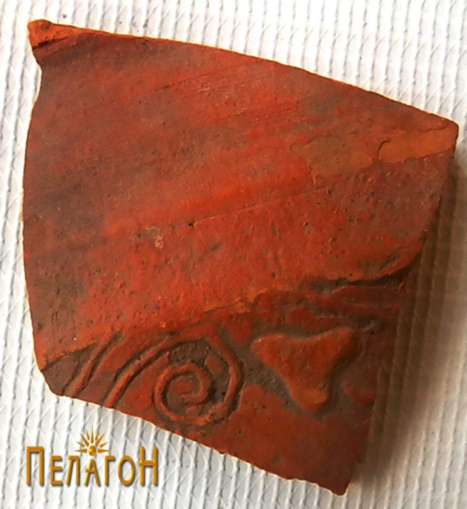 Фрагмент од керамички сад со релјефно украсување