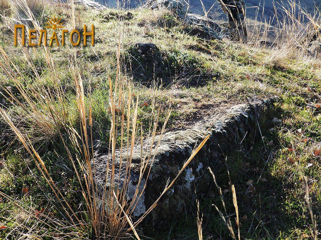 Остаток од стара градба - голем камен блок