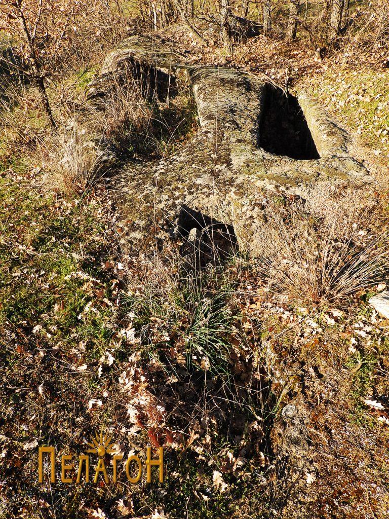 Гробови вдлабени бо камен со поголеми димензии 2