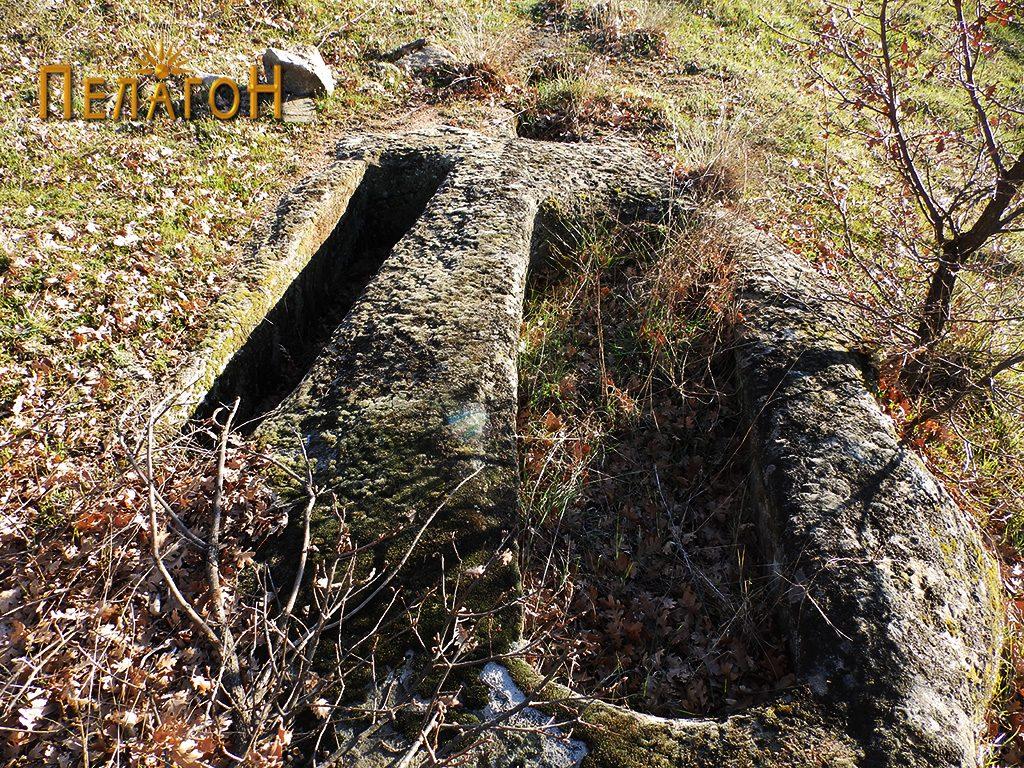 Гробови вдлабени бо камен со поголеми димензии