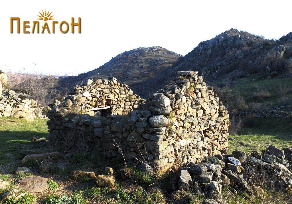 Колиба изградена со градежен камен од старата населба