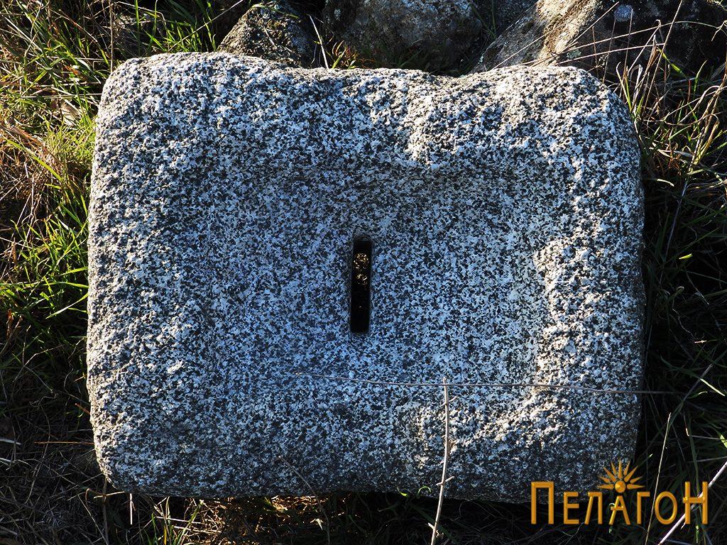 Објект од камен за цедење или мелење семиња или друг материјал