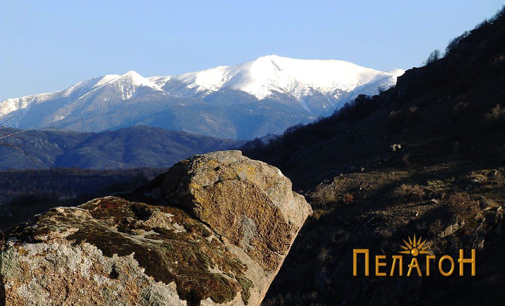 Поглед кон планината Ниџе