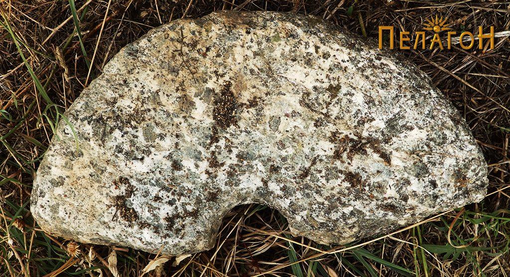 Фрагмент од камена рачна мелница 2