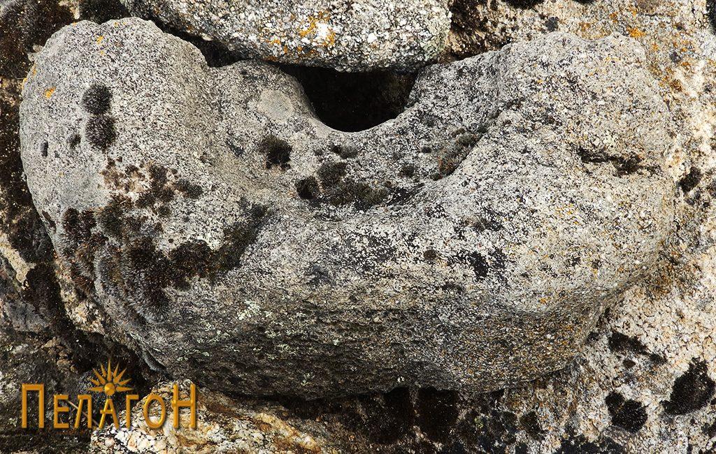 Фрагмент од камена рачна мелница 3