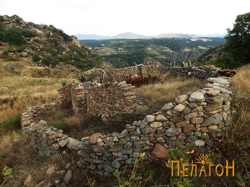 Трло изградено со стар градежен камен