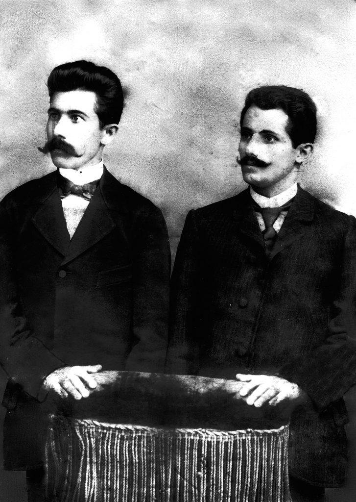 Петре Георгиев - Железаро (десно) со неговиот брат Стојче (лево)