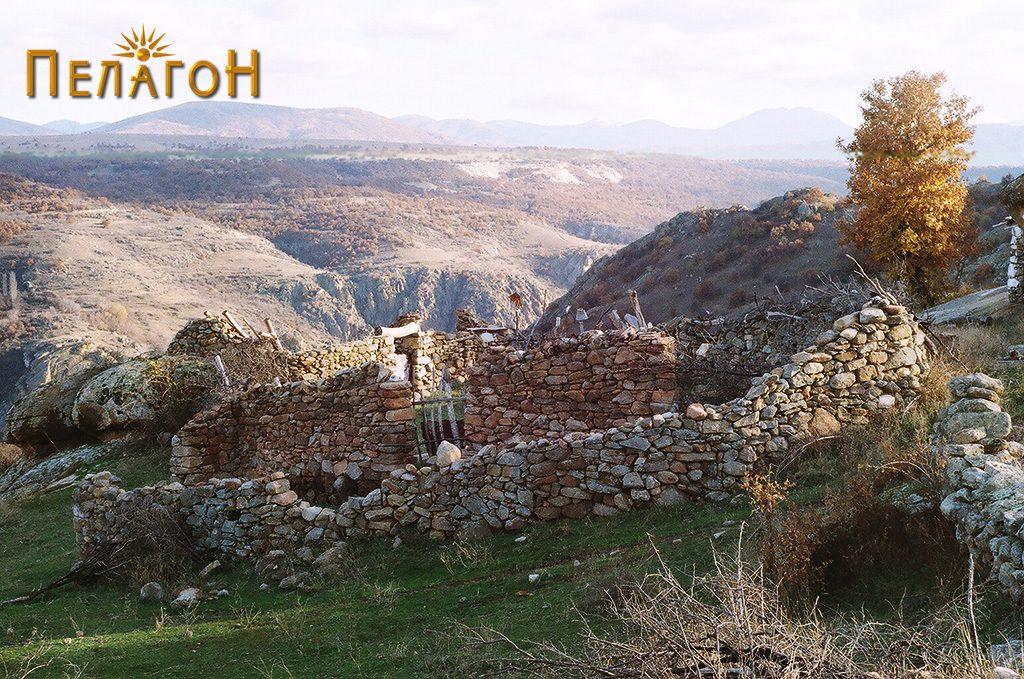 Трло на локалитетот со стар градежен камен