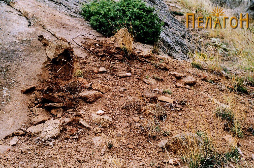 Раскопан дел со остатоци од археолошки материјал