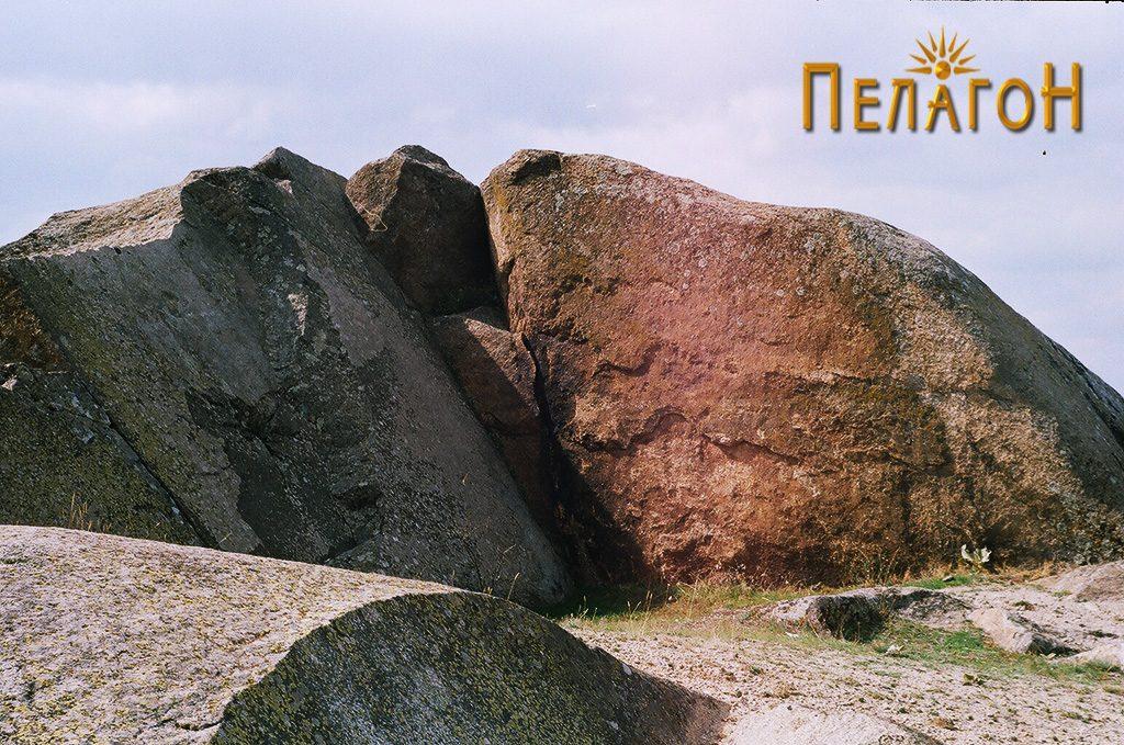 Уништен дел од карпите со експлоатација на гранит