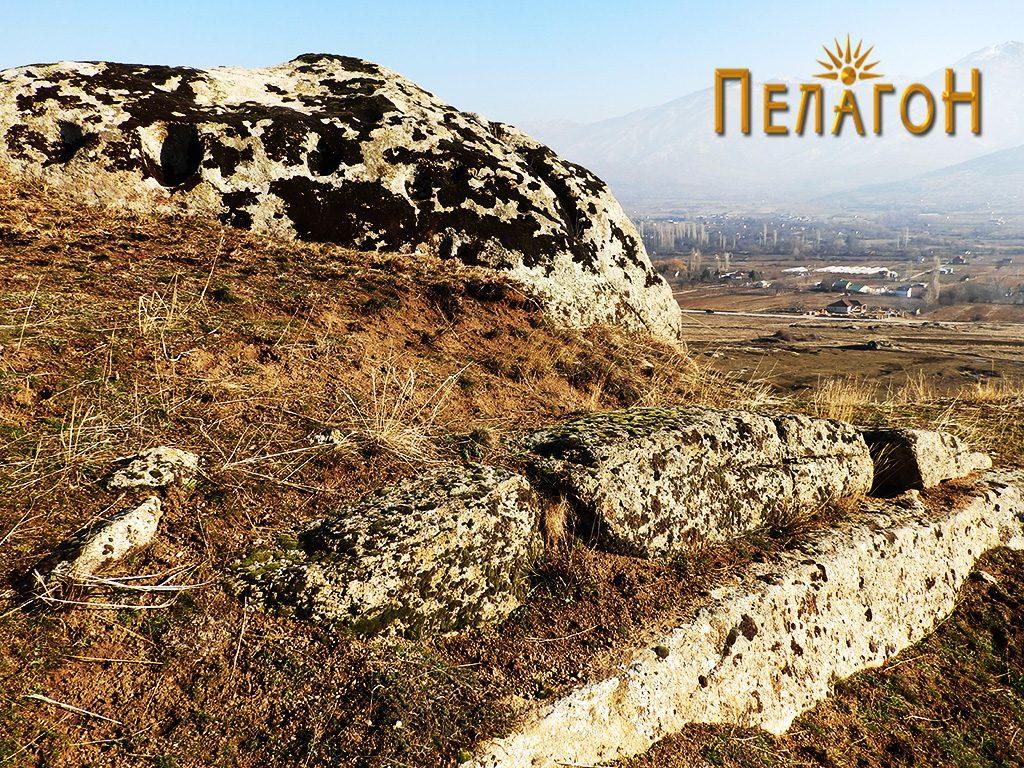 Остатоци од ѕид со големи камени блокови