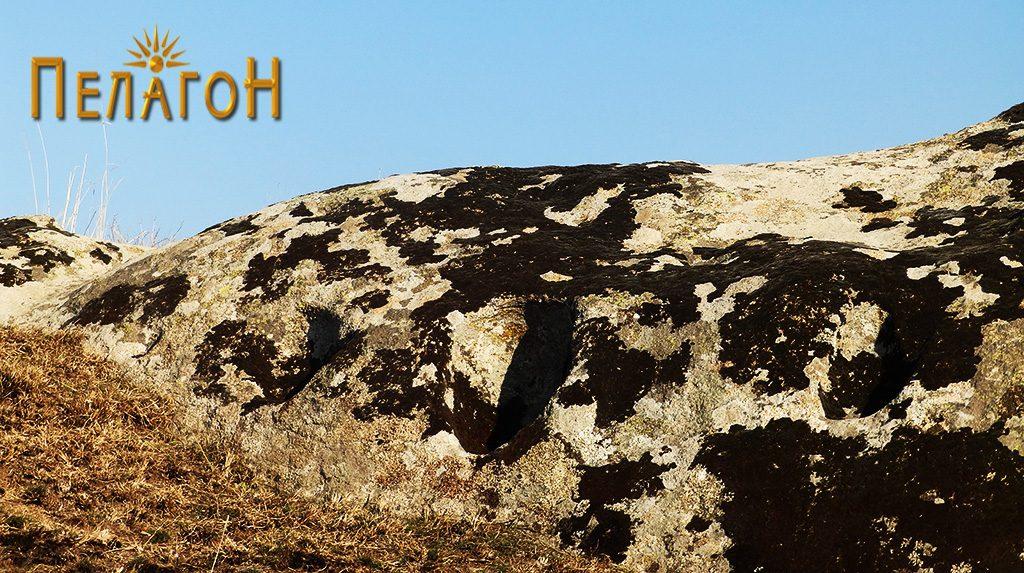 Издлабени форми за столбови и греди на највисокиот дел на Каменица