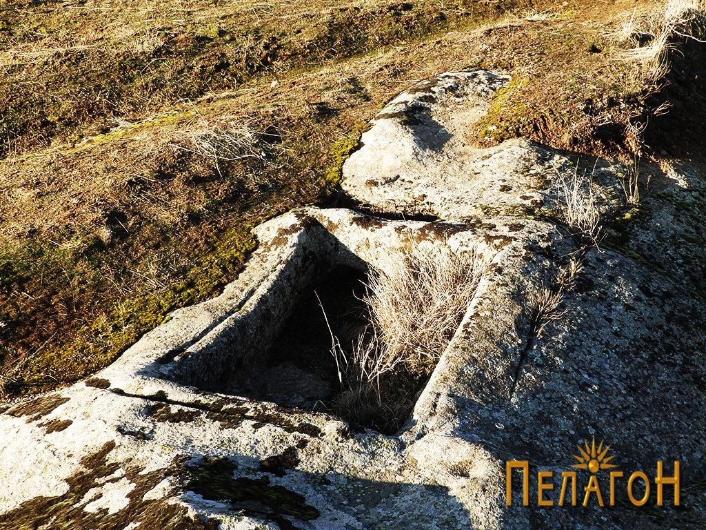 Винарник во камен на карпа од највиоскиот дел на Каменица 3