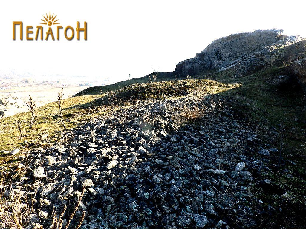 Раскопан дел искршен камен на локалитетот