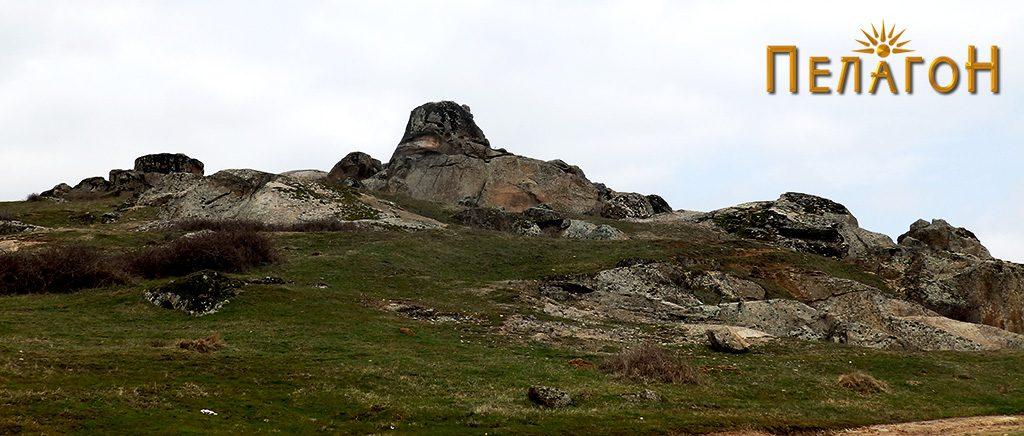 Фасцинантна карпа, делумно уништена, од југоисточната страна